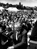 Harold Wilson taking the stage at the Durham MIners Gala 1963 - Romano Cagnoni - 20-07-1963