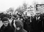 CND Easter peace march leaving London 1964 to Aldermaston Atomic Weapons Research Establishment - Romano Cagnoni - 1960s,1964,activist,activists,Anti War,Antiwar,Brindisi,campaign,Campaign for Nuclear Disarmament,campaigners,campaigning,CAMPAIGNS,cities,City,CND,CND symbol,DEMONSTRATING,Demonstration,leaving,Londo