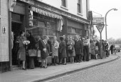 Bread queue, London 1974 bread shortage following a strike at the larger bakeries. Bakers wanted a 66 per cent rise - NLA - 1970s,1974,baker,bakers,bakery,BFAWU,bought,Bread queue,buying,cities,City,commodities,commodity,consumer,consumers,customer,customers,EBF,Economic,Economy,FEMALE,Loaf of Bread,London,male,man,member,