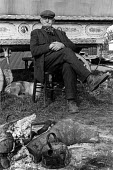 The Appleby Horse Fair, 1978 Finger Joe Henderson a Gypsy from Bishop Auckland in his camp, Appleby Horse Fair 1978 with a hoop topped wagon and campfire. Around ten thousand English and Welsh Gypsies... - David Mansell - 08-06-1978