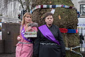 Vicar chained to tree in HS2 Euston protest. Local resident Jo Hurtfurd and Rev Anne Stevens, Vicar of St Pancras, chained to one of more than 200 mature trees before felling begins to make way for HS... - Philip Wolmuth - 2010s,2018,activist,activists,against,anglican,anglicanism,anglicans,Belief,BUILDING,CAMPAIGN,campaigner,campaigners,CAMPAIGNING,CAMPAIGNS,chained,cities,City,construction,conviction,DEMONSTRATING,dem