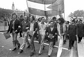 Palestine Solidarity demonstration, London 1975 Mike Hicks and Peter Hain (CL) president of the Young Liberals - NLA - 31-08-1975