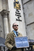 Spycops Pitchford Inquiry, Royal Courts of Justice, London. - Jess Hurd - 2018,2010s,campaign,campaigning,civil rights,Counter Terrorism,court case,court,courts,Domestic Extremist,Domestic Extremist Day,hacking,legislation,London,man,men,Pitchford Inquiry,plain clothes,unde