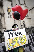 Free Love, Lauri Love, Finnish-British activist accused and fighting extradition for stealing data by hacking United States Government computers. Royal Courts of Justice, London - Jess Hurd - 2010s,2018,accused,activist,ACTIVISTS,balloon,balloons,campaigner,campaigners,CAMPAIGNING,CAMPAIGNS,civil rights,clown,clowns,COMPUTE,COMPUTER,computers,COMPUTING,data,defendant,defendants,DEMONSTRATI