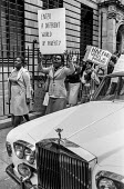 Harrods workers strike over low pay, London 1978 - NLA - 1970s,1978,AFFLUENCE,AFFLUENT,AUTO,AUTOMOBILE,AUTOMOBILES,AUTOMOTIVE,BAME,BAMEs,Black,Black and White,BME,bmes,Bourgeoisie,car,cars,class,department store,DISPUTE,disputes,diversity,EARNINGS,elite,eli