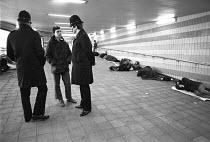 Homeless, Charing Cross, London 1983 - Katalin Arkell - 1980s,1983,adult,adults,cities,City,CLJ,communicating,communication,conversation,conversations,dialogue,discourse,discuss,discusses,discussing,discussion,force,homeless,homeless youth,homelessness,Lon