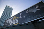 Den of Thieves, American heist film advertisement HSBC, Canary Wharf, London Docklands - Jess Hurd - 2010s,2018,advertisement,advertisements,advertising,American,americans,Bank,Banks,billboard,billboards,blocks,business,Canary Wharf,capitalism,capitalist,Christian Gudegast,cities,City,Den of Thieves,