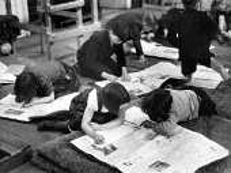 Children reading newspapers, London school 1949 - Elisabeth Chat - 1940s,1949,boy,boys,calss,child,CHILDHOOD,children,cities,City,class,classroom,CLASSROOMS,EDU,educate,educating,Education,educational,female,females,girl,girls,interested,juvenile,juveniles,kid,kids,k