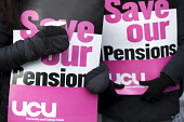 UCU university lecturers strike in a pensions dispute, Queen Mary University of London. - Jess Hurd - 2010s,2018,dispute,disputes,East,FEMALE,industrial dispute,London,member,member members,members,pension,pensions,people,person,persons,picket,picket line,picketing,pickets,placard,placards,Queen,Queen