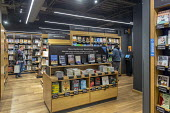 Georgetown, Washington DC Amazon bookshop that has replaced a Barnes & Noble bookstore. It displays 5,600 titles that are highly rated on the Amazon.com website - Jim West - 25-03-2018