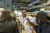 Georgetown, Washington DC Amazon bookshop that has replaced a Barnes & Noble bookstore. It displays 5,600 titles that are highly rated on the Amazon.com website Assistant store manager John Shorter sh... - Jim West - 2010s,2018,African American,African Americans,Amazon,Amazon Books,Amazon bookstore,America,app,Assistant,ASSISTANTS,BAME,BAMEs,black,Black and White,BME,bmes,book,book seller,book selling,books,bookse
