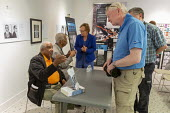 Montgomery, Alabama, USA: Freedom Riders Bernard Lafayette (left) and Rip Patton talking with visitors to the Freedom Rides Museum. The museum is housed in the old Greyhound bus station, where Freedom... - Jim West - 20-04-2018