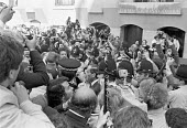 Jeremy Thorpe outside the Old Bailey after being found not guilty of conspiracy to murder, sorounded by a pack of press and onlookers, London 1979 - Martin Mayer - 22-06-1979