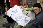 Homeless men with a T-shirt signed by the homeless for the wedding of Prince Harry and Meghan Markle, Windsor. Please help the homeless - Jess Hurd - 18-05-2018