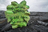 Kalapana, Hawaii: Artifacts asserting native sovreignty on the field of lava from the Kilauea volcano - David Bacon - 22-02-2018
