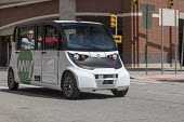 Detroit, Michigan USA. Self driving vehicle transporting workers. May Mobility vehicles take employees of Quicken Loans and affiliated companies from a parking garage to downtown offices. The vehicles... - Jim West - 2010s,2018,adult,adults,America,attendant,ATTENDANTS,auto,auto industry,automated,AUTOMATIC,automation,automobile,AUTOMOBILES,AUTOMOTIVE,Automotive Industry,autonomous vehicle,Bedrock,bus,bus service,