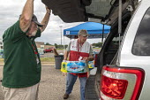 Parchment, Michigan USA, State of emergency declared after high levels of PFAS chemicals found in drinking water. Volunteers from the Red Cross distributing bottled water to residents as a State of em... - Jim West - 2010s,2018,aid agency,America,assisting,AUTO,AUTOMOBILE,AUTOMOBILES,AUTOMOTIVE,bottle,bottled,bottled water,bottles,car,carries,carry,carrying,cars,chemical,chemical contamination,chemical exposure,ch