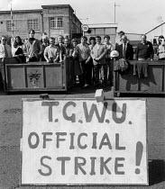 TGWU strike Massey Ferguson factory, Banner Lane, Coventry 1983 - John Harris - 1980s,1983,DISPUTE,disputes,FACTORIES,factory,Industrial dispute,member,members,Picket,Picket Line,picketing,pickets,placard,placards,strike,STRIKERS,strikes,striking,TGWU,trade union,trade unions,tra