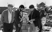 Boss talking to foreman, Building workers, construction site Coventry Lanchester Polytechnic 1980 - John Harris - 10-10-1980