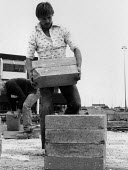 Building workers, construction site Coventry Lanchester Polytechnic 1980 - John Harris - 10-10-1980