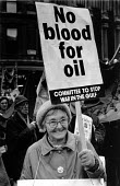 Protest against War in the Gulf, the invasion of Iraq, London 1990. No blood for oil - John Harris - 24-11-1990