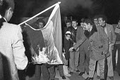 Burning the Egyptian flag outside the Libyan Embassy, London 1977 after the conflict between Egypt and Libya - NLA - 1970s,1977,activist,activists,against,BURN,Burning,BURNS,CAMPAIGNING,CAMPAIGNS,conflict,DEMONSTRATING,Demonstration,Egypt,Egyptian,Egypt-Libya,Flag-burning,Libya,Libyan,London,outside,Protest,PROTESTE