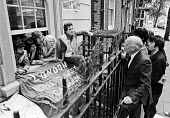 Right to Work campaigners occupying Conservative Party headquarters, 1978, Smith Square, Londo. Negotiating terms from the window - NLA - 23-08-1978