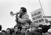 Tariq Ali speaking to a rally at Pakistan Embassy 1979 against the planned execution of former prime minister Zulfikar Ali Bhutto under the military dictatorship of General Zia Ul-Haq - NLA - 1970s,1979,activist,activists,against,Asian,Asians,BAME,BAMEs,Black,BME,bmes,CAMPAIGN,campaigner,campaigners,CAMPAIGNING,CAMPAIGNS,democracy in Pakistan,DEMONSTRATING,Demonstration,DEMONSTRATIONS,dict