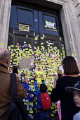 Peoples Vote March for the FutuPeoples Vote March for the Future. London protest demanding a second referendum on the Brexit deal Protestors cover the door of the Cabinet Office in Whitehall with anti... - Stefano Cagnoni - 20-10-2018