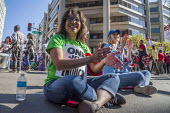 Oakland, California, USA- Hotel workers strike against low pay at the Marriott City Center Hotel sit down blocking the road. Members of Unite Here protest at low wages that force many workers to work... - David Bacon - 20-10-2018
