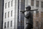Building Worker statue by sculptor Alan Wilson, Tower Hill, London. The UCATT bronze statue is in memory the lives of workers killed on building sites - Jess Hurd - 21-11-2018