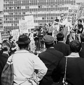 Seamens Strike 1966. Gordon Norris NUS appealing to building workers on the Barbican site for support for their demand for a 40 hour week, London - NLA - 30-05-1966