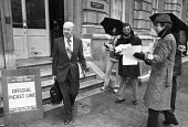 Rhodes Boyson MP crossing a civil servants picket line, Cabinet Office Westminster London 1981, Civil servants on strike for a pay rise and against job losses - NLA - 1980s,1981,CCSU,cities,City,civil servants,CONSERVATIVE,Conservative Party,conservatives,CPSA,cross,crosses,crossing,DISPUTE,disputes,Industrial dispute,London,member,member members,members,MP,MPs,pay