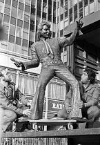 Elvis Presley statue being delivered to Capital Radio, London 1981 - NLA - 1980s,1981,ACE,art,arts,artwork,artworks,Capital,Capital Radio,communicating,communication,culture,Elvis Presley,Elvisly Yours Statue,employee,employees,Employment,figure,figures,job,jobs,Jon Douglas,