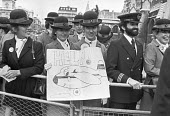 Collapse of Laker Airways, Staff lobby Parliament, London 1982 Budget airline Laker Airways collapsed owing �270 million to banks and other creditors. Sir Freddie Laker asked Clydesdale Bank to appoin... - NLA - 07-02-1982