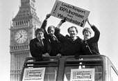 Ken Livingstone with Tony Banks, Andy Harris and Valerie Wise 1982 on the top deck of London bus promoting the GLC Fair Fares Campaign, London. The policy of low fares on public transport, opposed by... - NLA - 08-03-1982