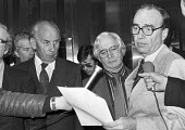 Rupert Murdoch owner of the Times 1982 with Bill Keys (L) and Owen O'Brien SOGAT, press conference on a new agreement with the unions to allow re-publication of the paper, London - NLA - 21-02-1982