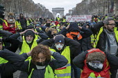 Paris, France Yellow Vest movement protest, Champs Elysees area - Jess Hurd - 2010s,2018,activist,activists,against,anti capitalism,Anti Capitalist,Arc de Triomphe de l'Étoile,Austerity Cuts,CAMPAIGN,campaigner,campaigners,CAMPAIGNING,CAMPAIGNS,Champs Elysees,cities,City,civil