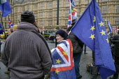 Pro and anti-Brexit protesters arguing outside the Houses of Parliament as MPs debate Brexit deal, Westminster, London. - Philip Wolmuth - 2010s,2018,activist,activists,against,argue,arguing,argument,Brexit,campaign,campaigner,campaigners,campaigning,CAMPAIGNS,communicating,communication,conversation,conversations,DEMONSTRATING,demonstra