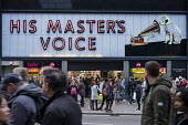 HMV flagship Oxford Street store end of year sales, His Master's Voice. HMV has gone into administration a second time, London - Philip Wolmuth - 2010s,2018,administration,bought,business,buy,buyer,buyers,buying,cities,city,commodities,commodity,consumer,consumers,crowd,crowds,customer,customers,EBF,Economic,Economy,goods,high street,London,mel