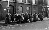 Large queue of people waiting for a bus, Ridley Road Market Hackney, London 1984 - Stefano Cagnoni - 21-01-1984