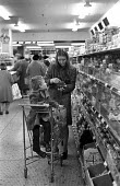 Young mother shopping, Sainsbury supermarket, Victoria, London 1974 during a period of high inflation in the UK - Peter Harrap - 13-11-1974