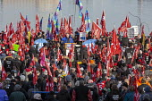 Windsor, Ontario, Canada: GM Car workers protest closure of Oshawa plant. Members of the Unifor Trade union rally opposite the General Motors headquarters in Detroit to protest GM's plan to close the... - Jim West - 11-01-2019