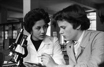 Girton College Cambridge 1959 Women Cancer research students examining bacetria, Zoology Department laboratory, Shireen Saleh (R) and Winnifred Peirce (L) - Kurt Hutton - 17-09-1959