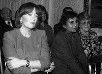 Liz Symonds FDA Gen Sec listening, FDA sponsored GCHQ lecture London 1991 given by Brenda Dean Gen Sec of SOGAT - Stefano Cagnoni - 07-03-1991