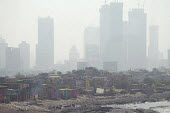 Air pollution in India, Mumbai: Extremes of wealth, slums and new high rise flats in smog. Mumbai as the fourth most polluted city in the world. Air pollution in India is a serious issue with the majo... - Martin Mayer - 11-11-2018
