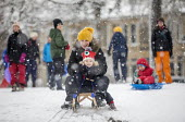 Children having fun in the snow, St Andrews Park, Bristol - Paul Box - 2010s,2018,2019,adult,adults,boy,boys,child,CHILDHOOD,children,cities,City,CLIMATE,conditions,enjoy,enjoying,enjoyment,excited,excitement,exciting,female,females,freezing,frozen,girl,girls,having fun,