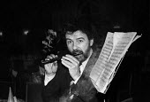James Galway, pipe smoker of the Year London 1981, awarded by the Briar Pipe Trade Association and celebrated by smoking a flute shaped pipe - Martin Mayer - 1980s,1981,ACE,Culture,flute,James Galway,London,MUSIC,Musical instrument,Musical instruments,Musician,Musicians,pipe,pipe smoker of the year,pipes,play,player,players,playing,SMOKE,smoker,smokers,smo