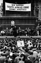 Anti Apartheid rally Trafalgar Square London 1961 Black and white opponents of Apartheid - Romano Cagnoni - 1960s,1961,AAM,activist,activists,against,Anti,Anti Apartheid Movement,Anti Racism,anti racist,Apartheid,BAME,BAMEs,banner,banners,Black,Black AND white,BME,bmes,campaign,campaigner,campaigners,campai