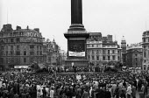 Anti Apartheid rally Trafalgar Square London 1961 Black and white opponents of Apartheid - Romano Cagnoni - 1960s,1961,AAM,activist,activists,against,Anti,Anti Apartheid Movement,Anti Racism,anti racist,Apartheid,BAME,BAMEs,Black,Black AND white,BME,bmes,campaign,campaigner,campaigners,campaigning,CAMPAIGNS